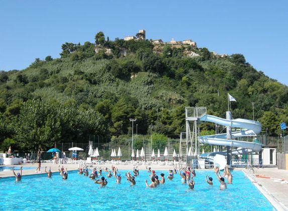Verde mare villaggio turistico camping porto san giorgio for Conca verde piscine